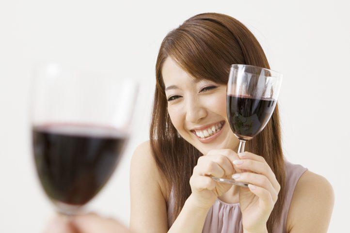 ガールズバーで働くならアルコールは飲まなきゃいけない?